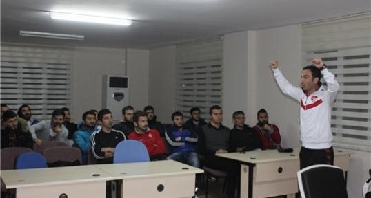 Havza  Belediyespor'un teknik ekip ve futbolcularına kurallar anlatıldı