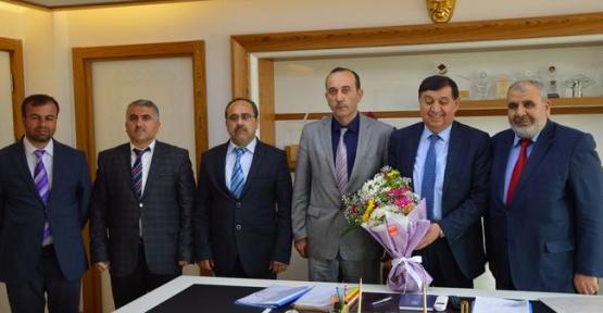 Müftü Akyazı Belediye Başkanı İkiz'i Ziyaret Etti