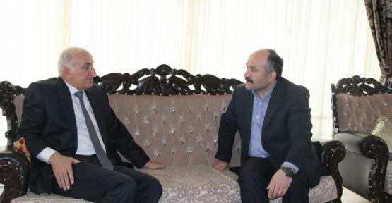 Samsun Valisi İbrahim Şahin, MHP Milletvekili Erhan Usta'ya Taziye Ziyaretinde Bulundu